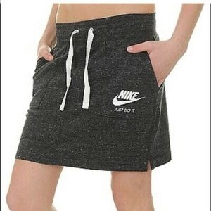 Nike skirt with draw string waist